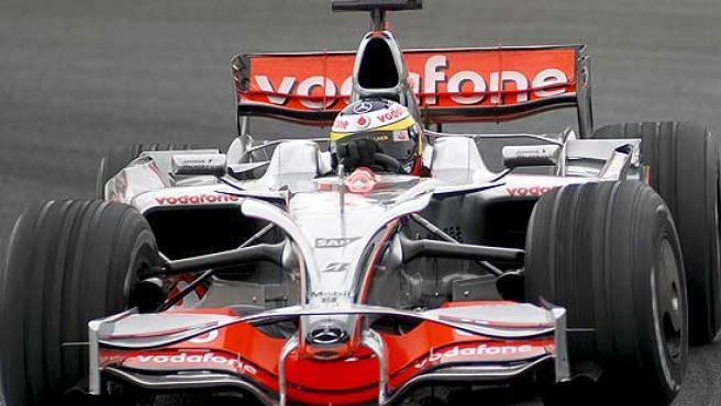 Pedro de la Rosa, al volante del McLaren en el circuito de Jerez.