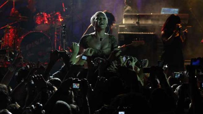 La cantante Pink durante el concierto. FOTO: MYSPACE.