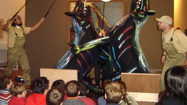 Teatro Narea es el encargado de realizar las visitas guiadas dramatizadas para 'Picasso y Dalí en el teatro'. (JCCM)