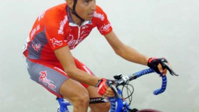 Jesús Hernández, fotografiado con los colores del Relax-Fuenlabrada en la Vuelta a España 2007 (CARBONERO)