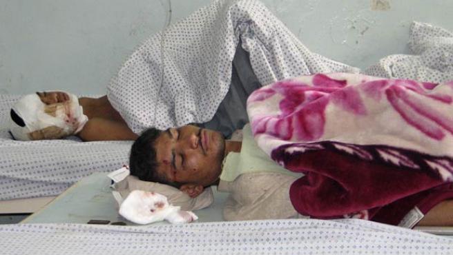 Dos de los heridos en el ataque suicida (REUTERS).