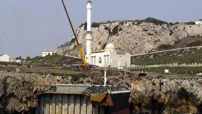 El buque 'Fedra', encallado en Gibraltar. (ÁNGEL BRIOSO)