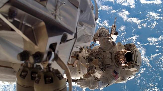 Un astronauta, en la Estación Espacial Internacional (ARCHIVO).