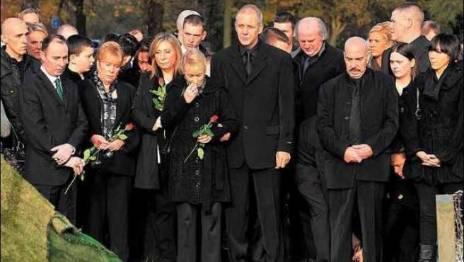 Los familiares que asistieron al funeral. (Manchester Evening News)