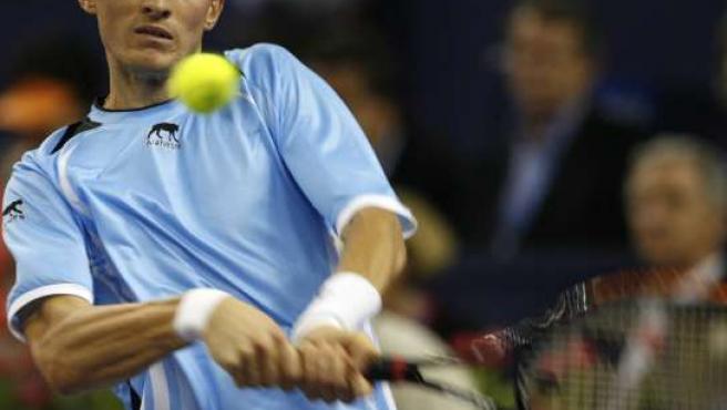 Nikolay Davydenko, en acción en la semifinal de la Copa Masters 2008 que jugó contra Andy Murray (REUTERS)