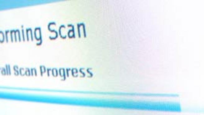 Un programa analizando un PC en busca de programas espía.
