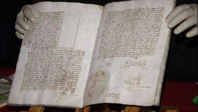 El documento original, con el sello que acredita lo detallado por los Reyes Católicos