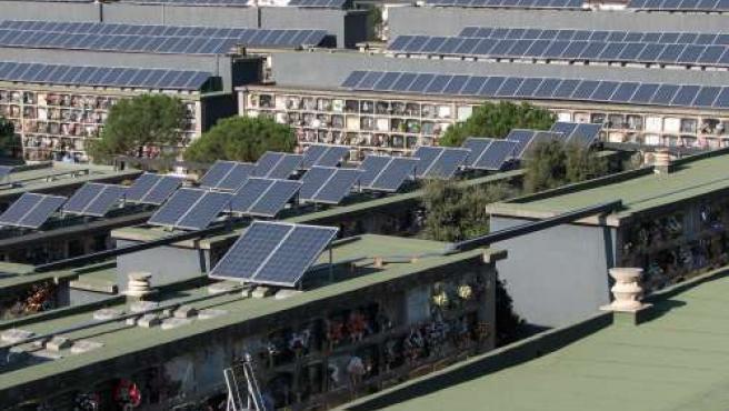 Santa Coloma ha instalado placas solares en el cementerio (Foto: ACN).