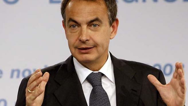José Luis Roríguez Zapatero, durante la rueda de prensa que ofeció en Moncloa junto al primer ministro de Túnez. (Sergio Barrenechea / EFE).