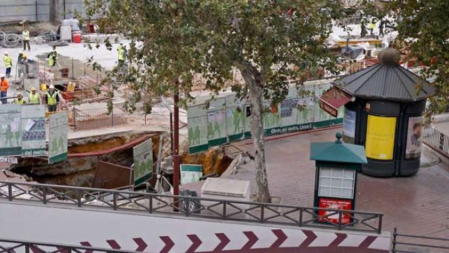 Socavón en el metro de Sevilla (AGENCIAS).