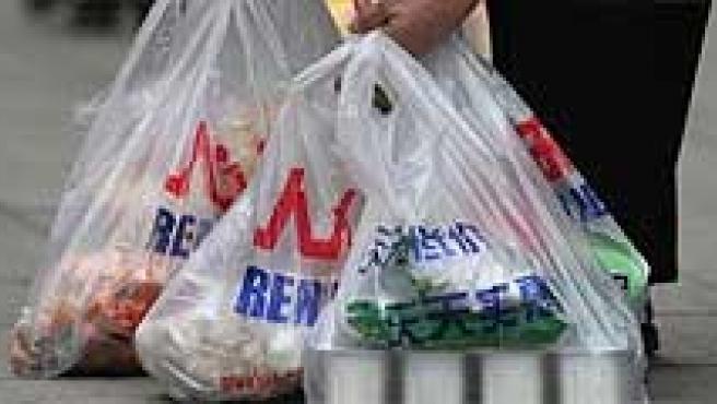 Catalunya obligará desde enero a pagar por las bolsas de plástico.