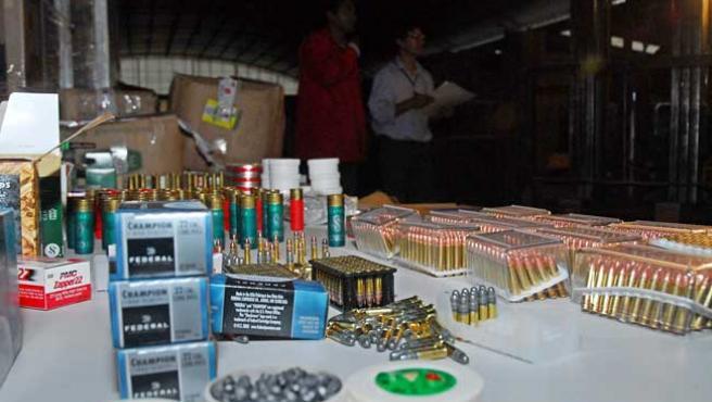 Las autoridades bolivianas decomisaron la munición en la Aduana de Cochabamba (EFE)
