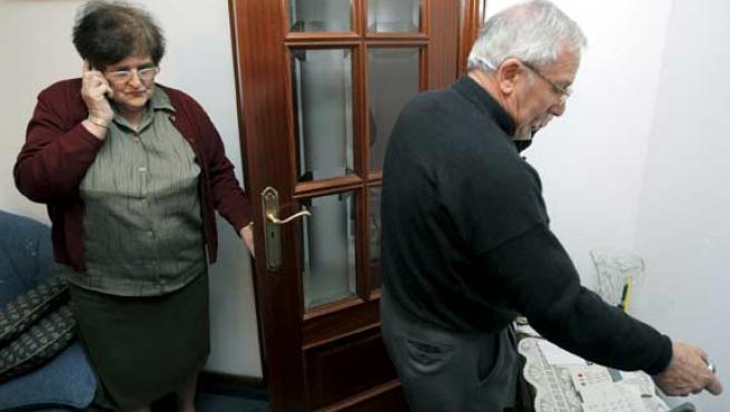 Los padres del fotógrafo secuestrado, en Santiago de Compostela (EFE)