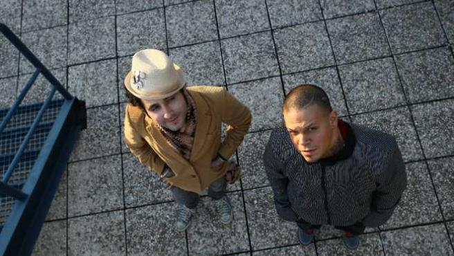 Eduardo (Visitante) y René (Residente), forman el dúo Calle 13.