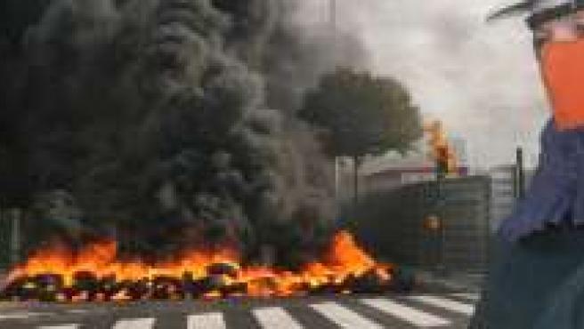 Los trabajadores cortaron los accesos a Máximo González.