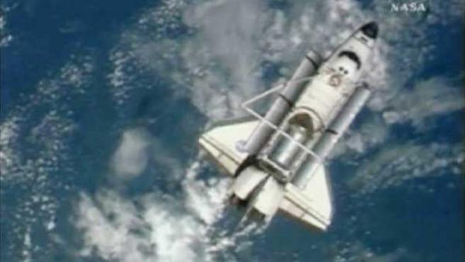 El Endeavour, tras desacoplarse de la ISS. REUTERS/NASA