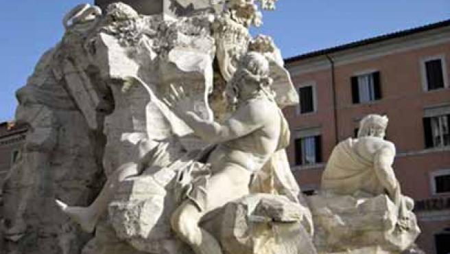 Uno de los monumentos más simbólicos y visitados de Roma la Fuente de los Cuatro Ríos, del escultor italiano Gian Lorenzo Bernini. (EFE)