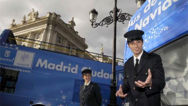 Foto de presentación del Bus de la Navidad 2008. (AYTO. DE MADRID)