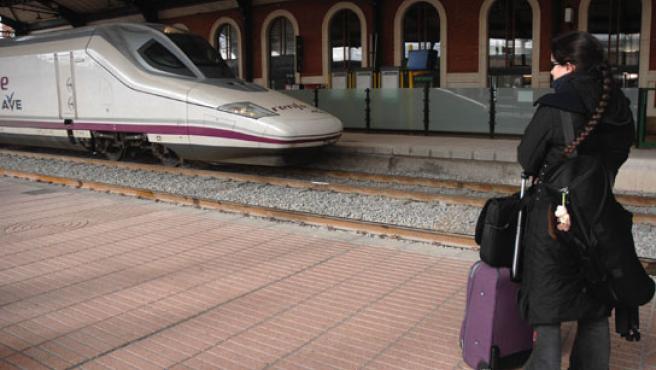 Tren AVE S-102 en la estación Campo Grande.