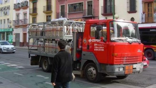 Camión intentando descargar en la calle Recaredo