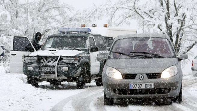 La nieve cuaja en el norte de Navarra. (EFE)