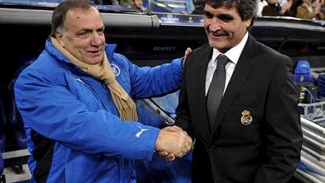 Juande Ramos saluda al técnico del Zenit, Dick Advocaat.