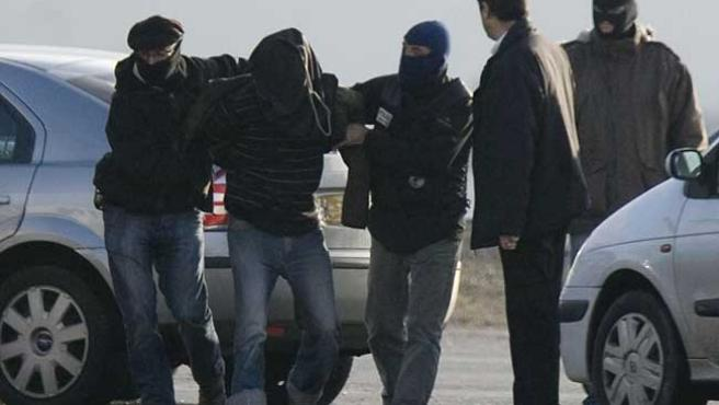 Imagen del traslado a París de Aitzol Iriondo tras ser detenido el pasado lunes en Francia (EFE / J.Etxezarreta)