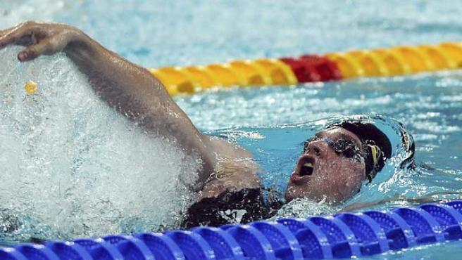 Wildeboer, nadando a espalda.