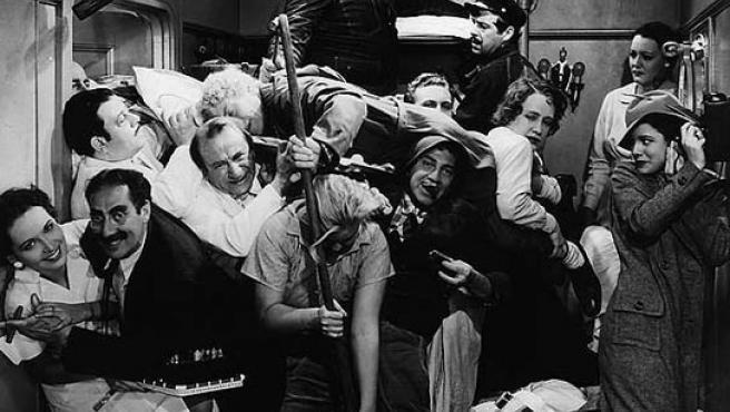 Fotograma de 'Una noche en la Ópera', la película de los Hermanos Marx que triunfo en plena Gran Depresión. (www.zonadvd.com)