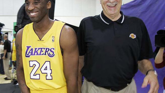 Kobe Bryant y Phil Jackson, en una imagen de archivo.