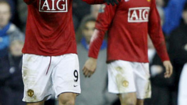 Berbatov y Cristiano, en una imagen del partido. (EFE)