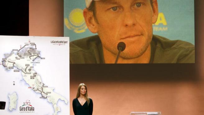 Lance Armstorng, en una imagen del vídeo en la presentación del Giro 2009. (REUTERS)