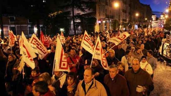 Los manifestantes recorren las calles del centro en la protesta del sábado.