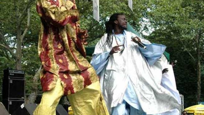 El grupo de rap senegalés DaaraJ en plena actuación. (AFROPOP.ORG)