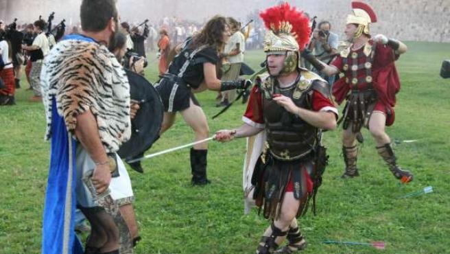 Recreación de una batalla de la Antigüedad, en las fiestas de Carthaginenses y Romanos de Murcia.