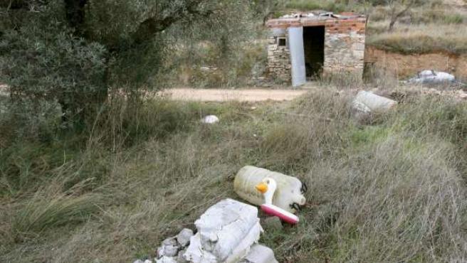 El cadáver había sido enterrado junto a una caseta -en la imagen- en el término municipal de Corbera d'Ebre (Tarragona). EFE/J.S