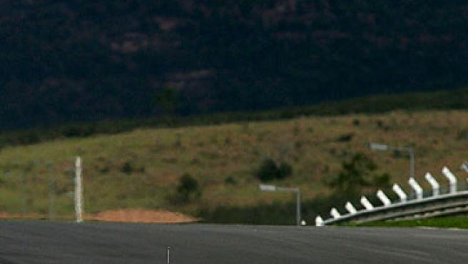 El McLaren de Pedro De la Rosa, en el circuito del Algarve.