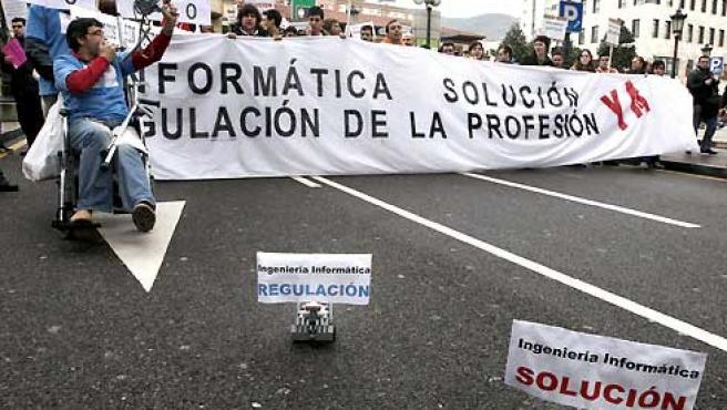 La Plataforma por una Informática Digna convocó este jueves una manifestacion en Oviedo. (Alberto Morante / EFE).