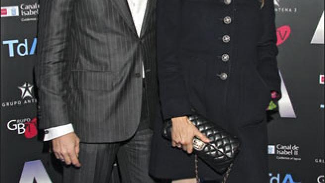 Paulina Rubio y Colate a su llegada al musical de Nacho Cano (KORPA).