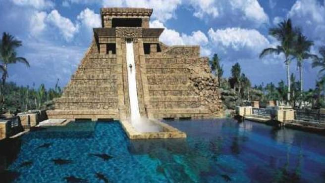 El Salto de fe, la atracción desde la que huyó el tiburón hasta una piscina adyacente. (Foto: Atlantis.com).