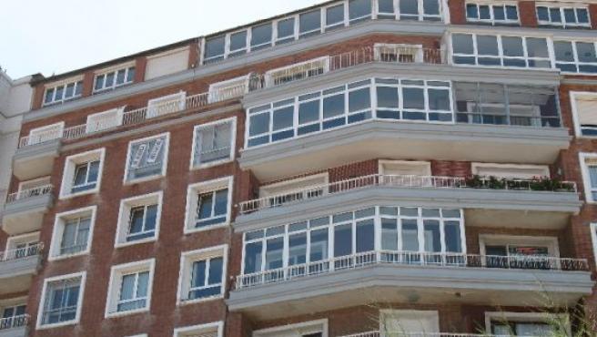 La exposición proponen reformar algunos bloques construidos en España en los años 60 y 80.