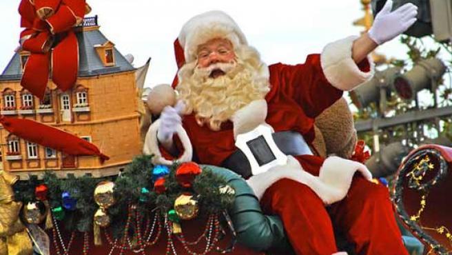Papá Noel, saludando a los ciudadanos. (FOTO: ARCHIVO)