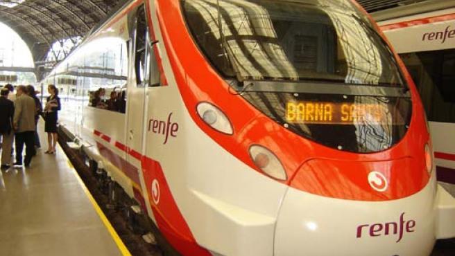 Tren de Renfe en una estación de Barcelona.