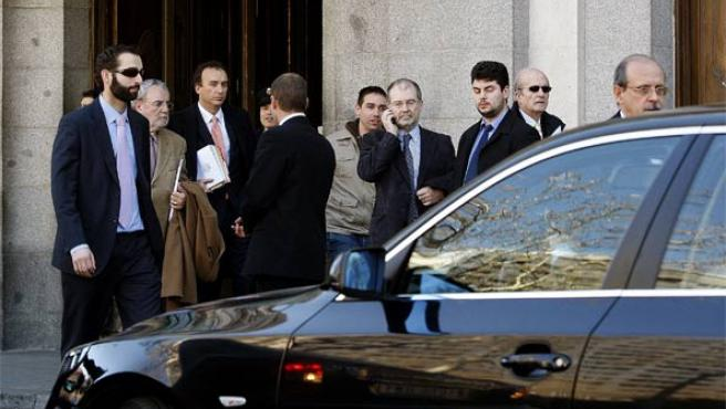 Los jueces de la sala 61 del Tribunal Supremo, a su salida del Alto Tribunal. (Foto: Efe).