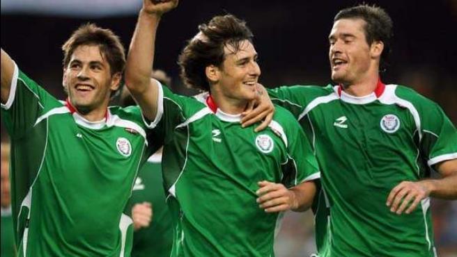 Uranga, Aduriz y Gabilondo, jugadores de la selección vasca de fútbol.