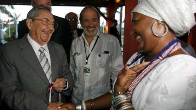 Raúl Castro, a su llegada a Bahía (Brasil), donde participará en la Cumbre de América Latina y el Caribe.