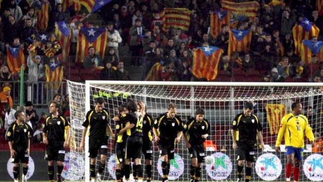 Los jugadores de la selección catalana celebran el segundo gol de su equipo ante Colombia. (EFE)