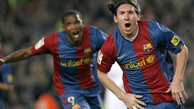 Messi celebra uno de sus goles ante el Madrid. (Efe)