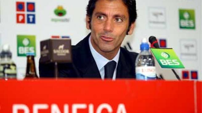 Quique es presentado como entrenador del Benfica.