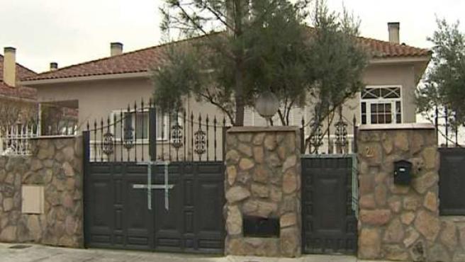 Imagen de la fachada de la vivienda de Arroyomolinos (EFE).